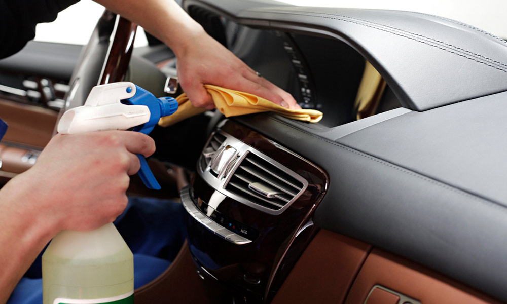 Autopflege und Innenraumreinigung